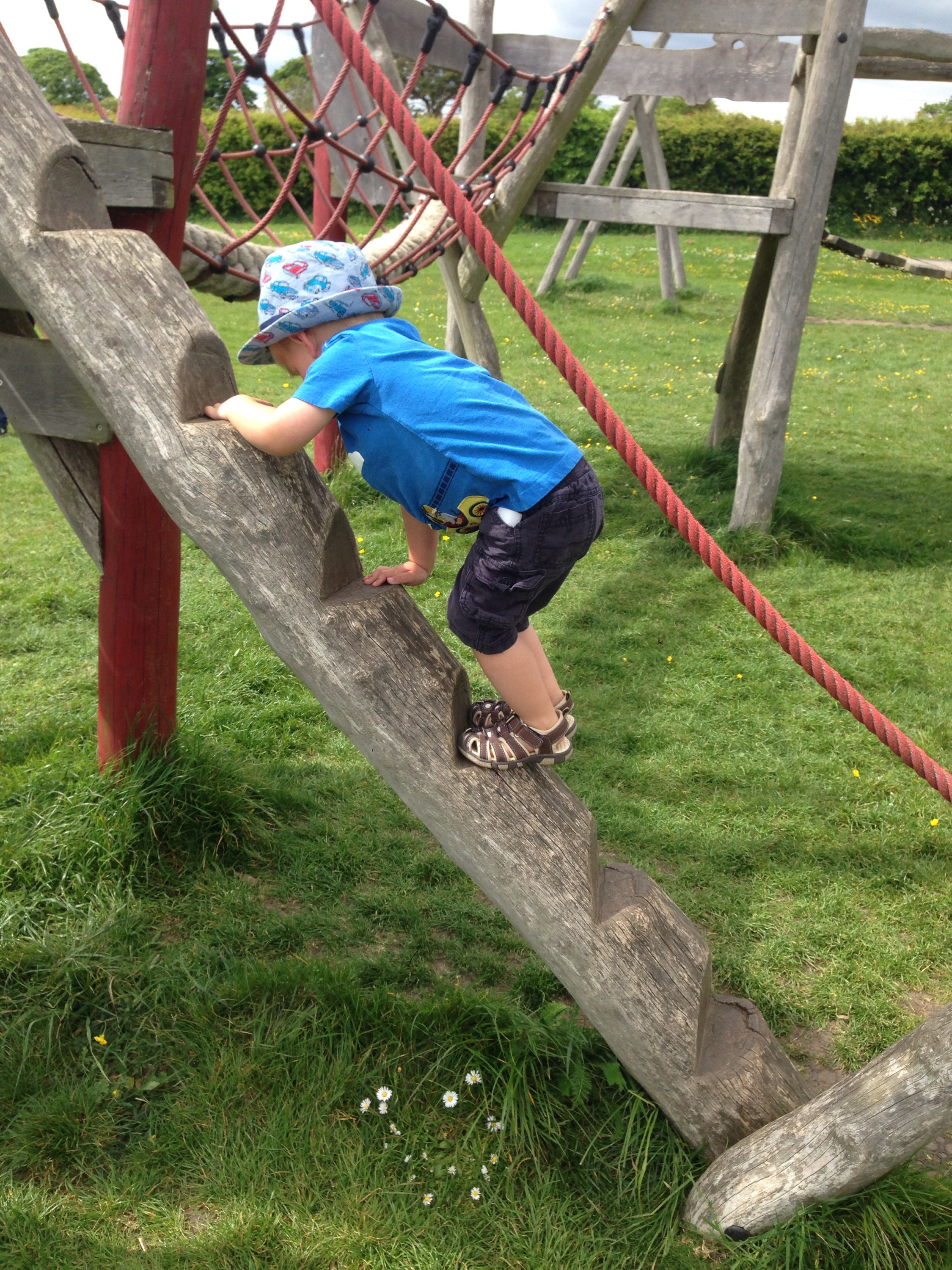 playgrounds in north tyneside earsdon village toddler