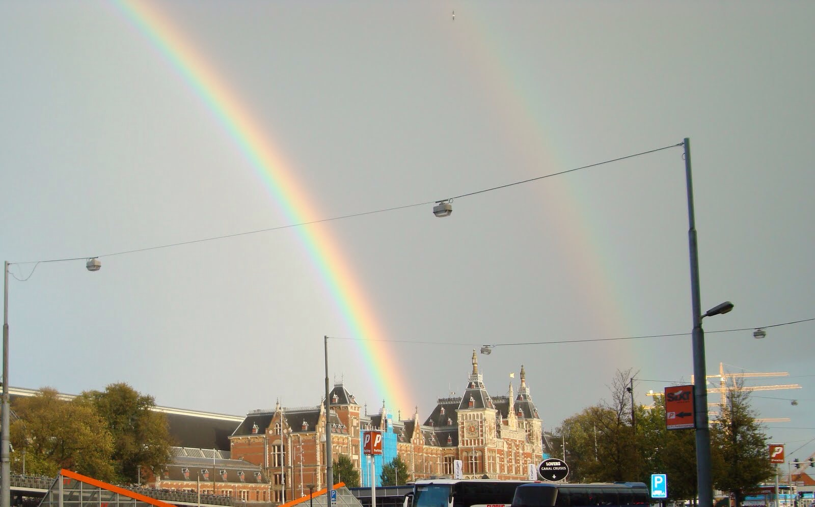 double rainbow railway station amsterdam