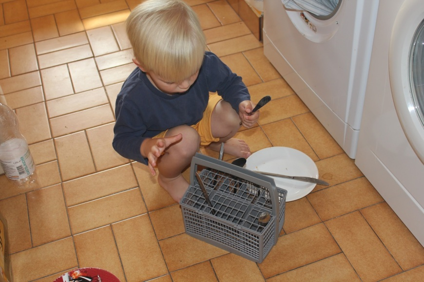 Babyfoote loading dishwasher