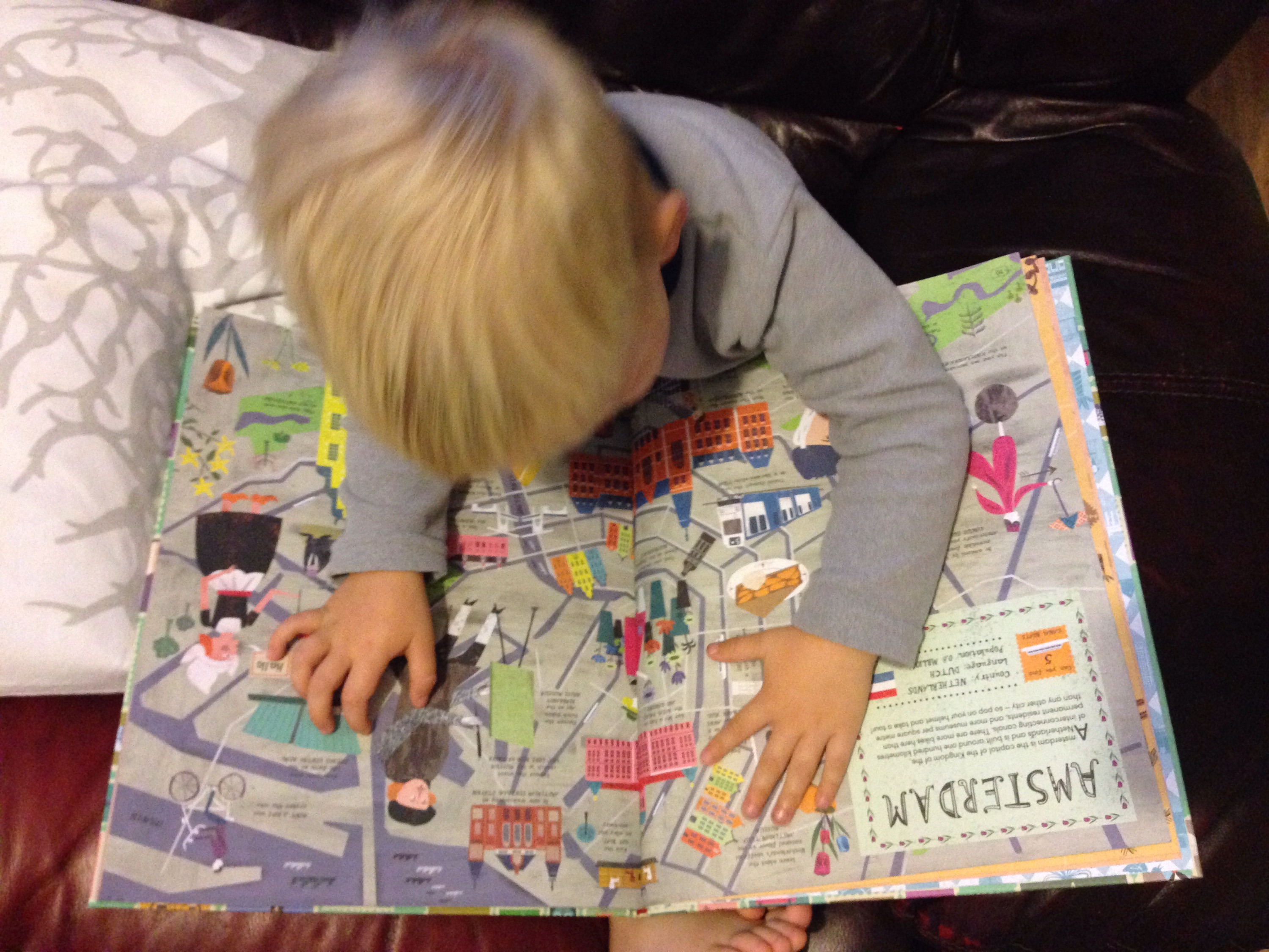 City Atlas - a book of maps illustrated by Martin Haake - reviewed on babyfoote.com